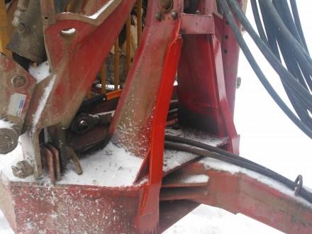 Stödet för lastaren på skogsvagnen  började få en och annan spricka så det fordrades lite reparation och förstärkning (det nymålade) innan lastningen kunde påbörjas.