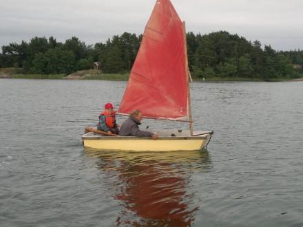 Mathias och moffa seglar