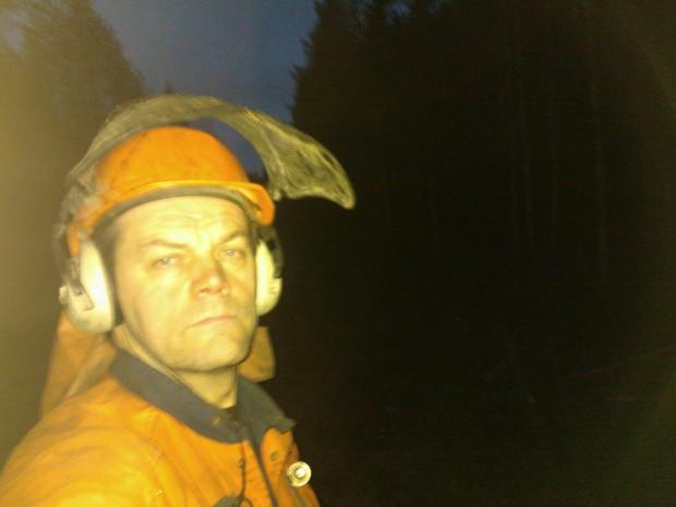 Vått, mörkt men varmt i skogen.