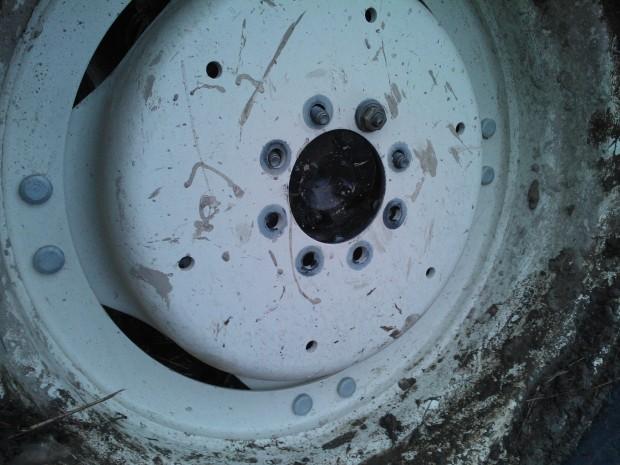 En ynka mutter förhindrade hjulet att helt falla av.