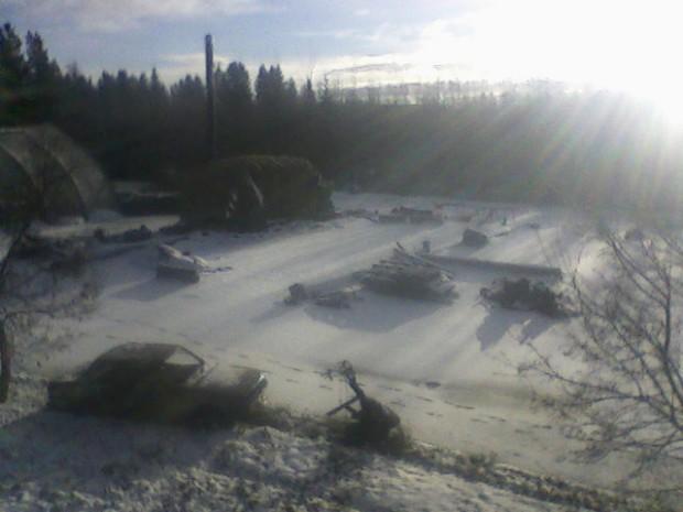 Den första snön lägger sig över brandplatsen....