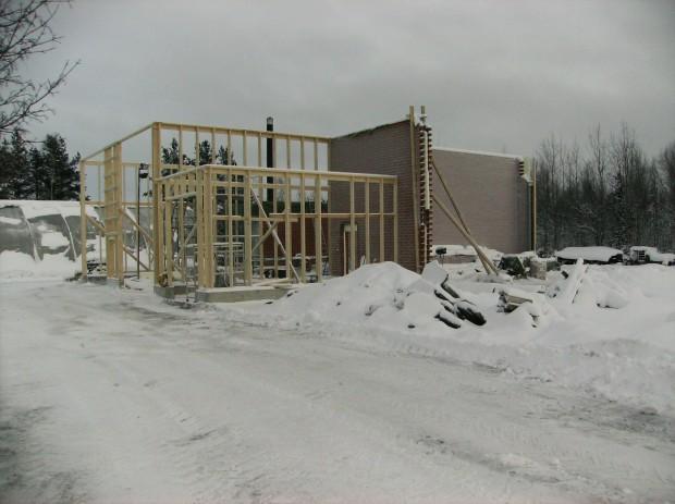 Träbyggandet kunde dock fortgå tack vare köldhärdiga byggare.