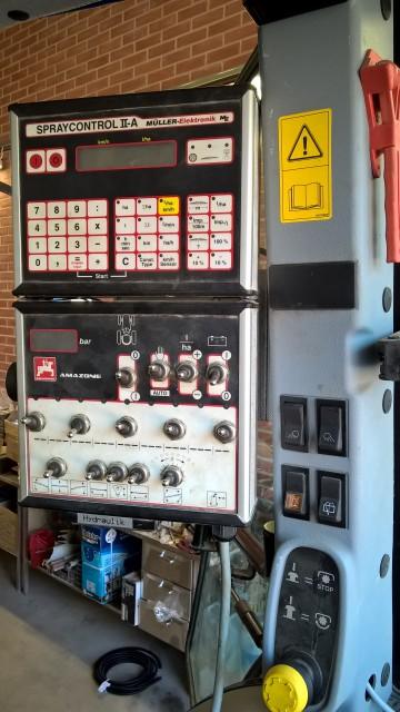 Manövercentralen på plats och efter kalibrering av sensorerna är det klart.