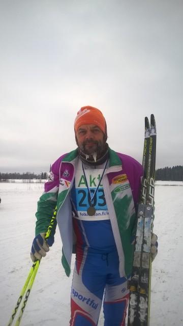 Bra med stöd av skidor och stavar efter utfört lopp :)Foto Ines Tuohimaa