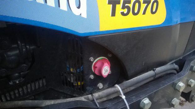 På nyare traktorer är huvudströmbrytare mer eller mindre standardutrustning.