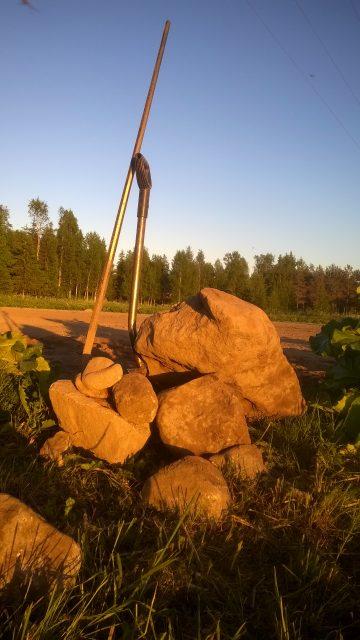 Bumlingen fick sällskap av ett antal mindre stenar också innan kvällens gym-pass förklarades avslutat.