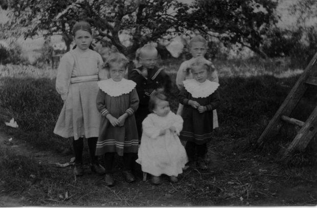 Mickels.smaa.syskon.1914